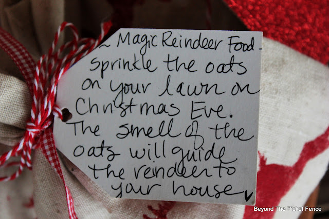 Stencil a Small Bag for Gifts or Reindeer Food