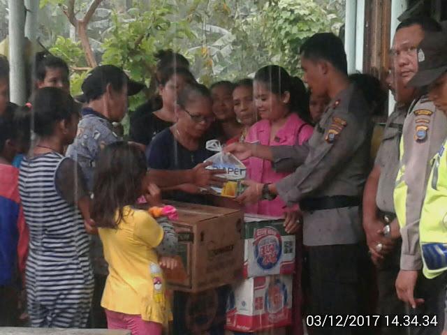 Kompol Victor Ziliwu Beri Bantuan Kepada Korban Banjir