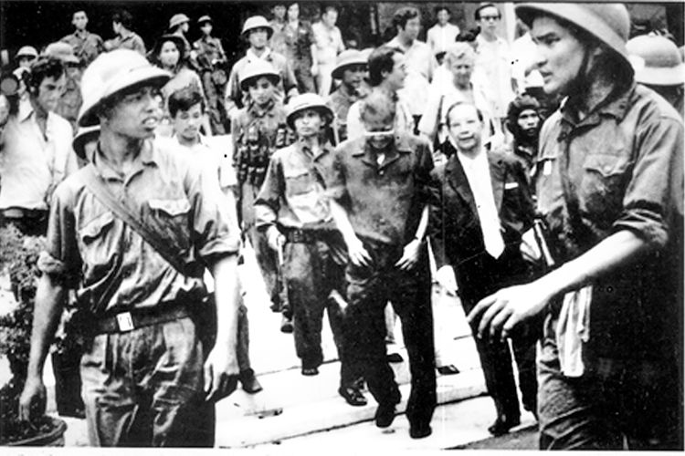Những giờ khắc cuối cùng tại Dinh Độc Lập qua nhà báo Tiziano Terzani