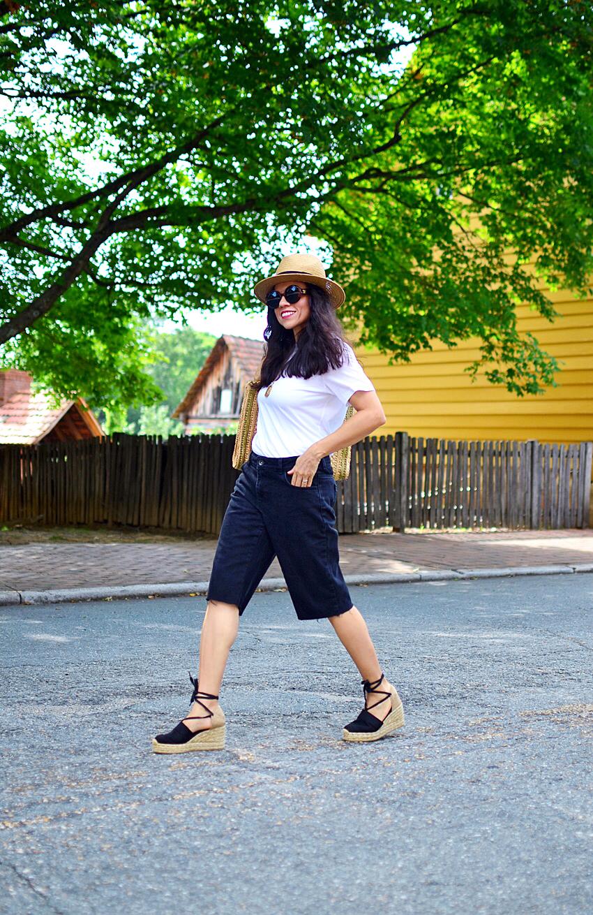 White tee street style