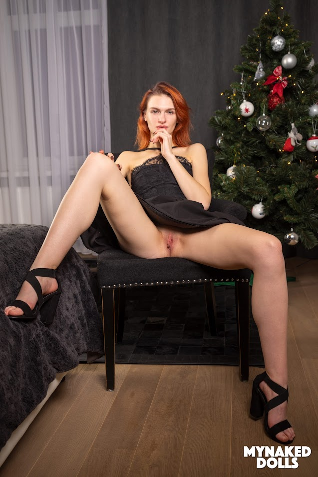 [MyNakedDolls] Eva - Heating Up The Holidays