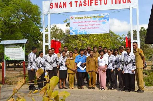 Foto Bersama Guru SMAN Tasifeto Timur