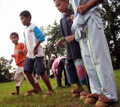 Egrang Batok Tinta Pendidikan Indonesia