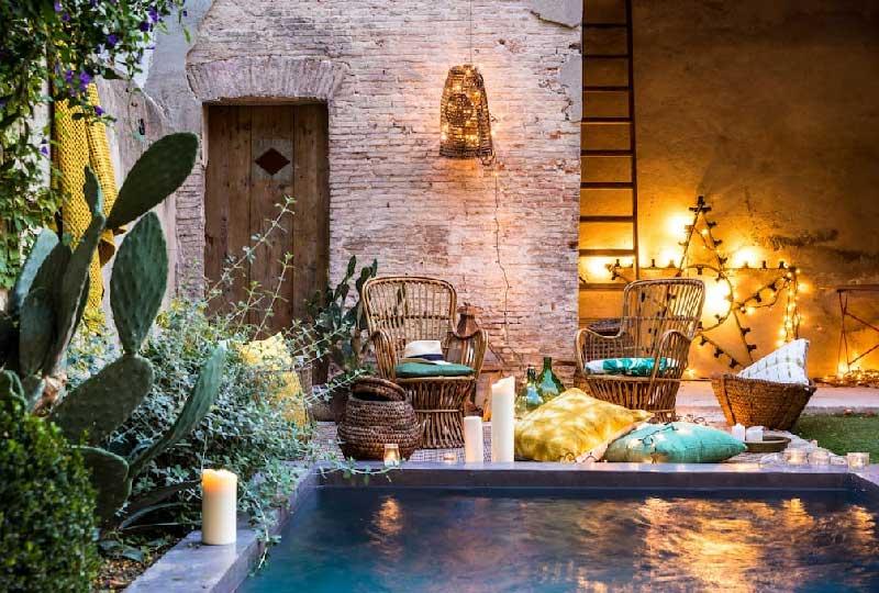 cortile interno con piscina