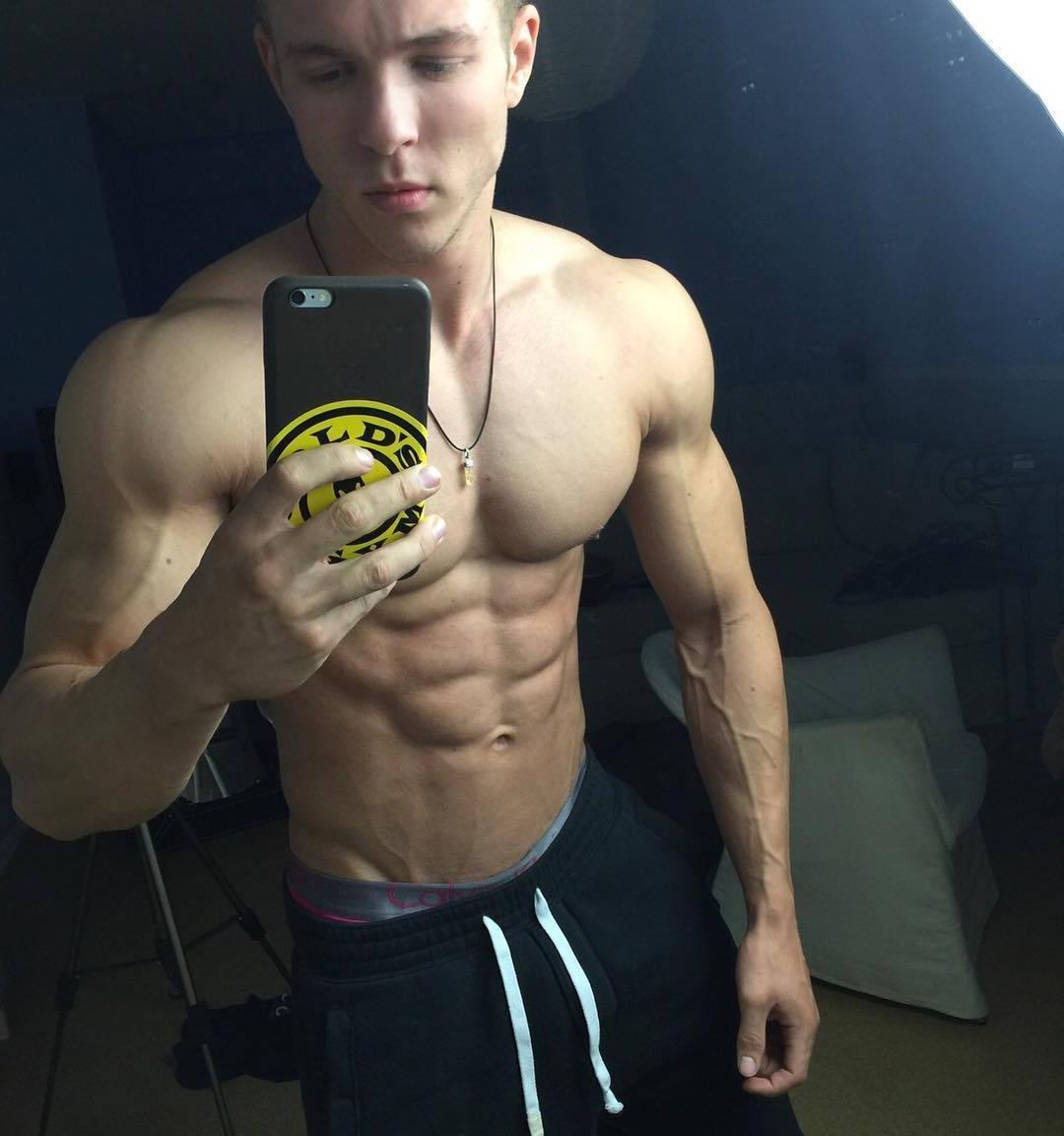sexy-shirtless-joe-dahler-ripped-sixpack-abs-selfies