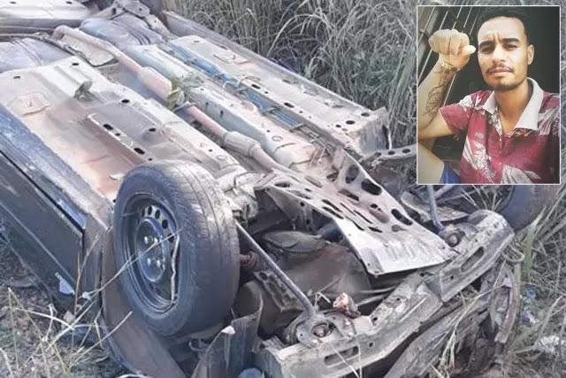 Um homem morre e outro fica ferido após carro capotar na BR-122 em Caetité
