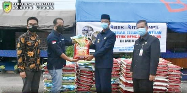 Pemkab Barut Terima Bantuan Beras dari PT Bharinto Eka Tama