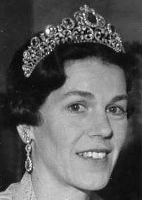 pink topaz parure tiara queen sophia sweden countess estelle bernadotte
