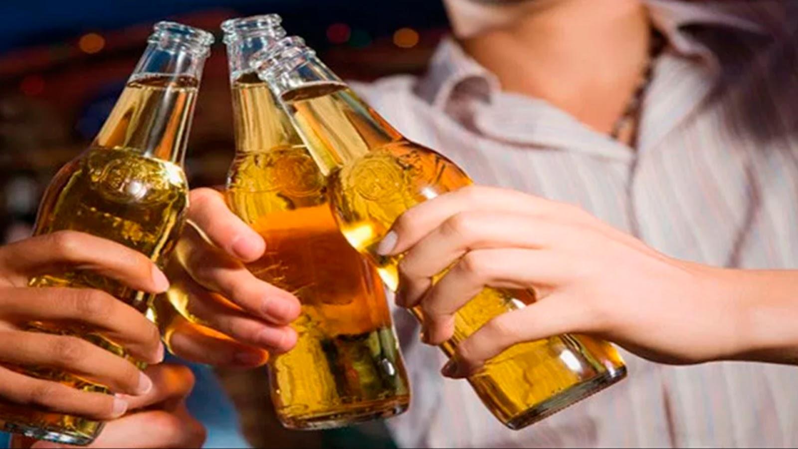 Estudio afirma que mientras más cerveza bebes, más fiel eres