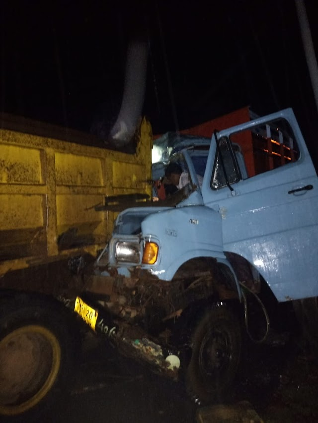 खबर आधी रात की.. तेंदूखेड़ा तारादेही मार्ग पर डंफर और 407 में भीषण भिड़ंत.. 407 में फंसकर चिपटने से ड्राइवर की मौत, दो घायलों का इलाज जारी..