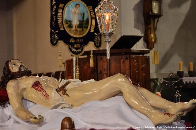 Paso del Traslado al Sepulcro. Real hermandad de Jesús Divino Obrero. León. Foto G. Márquez.