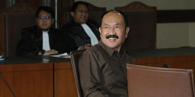 Kelakuan ajaib Fredrich Yunadi di persidangan kasus merintangi penyidik KPK