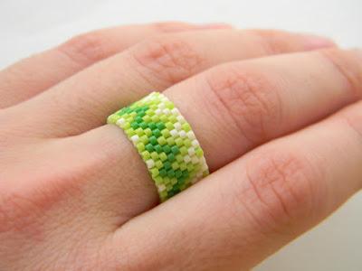 купить кольцо ручной работы необычное украшение из бисера зеленое