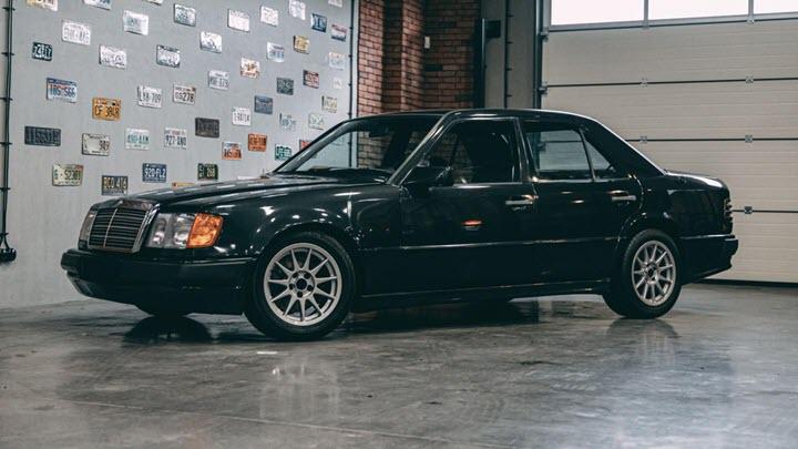 Mercedes-Benz 300E bản độ đặc biệt dùng động cơ BMW M5