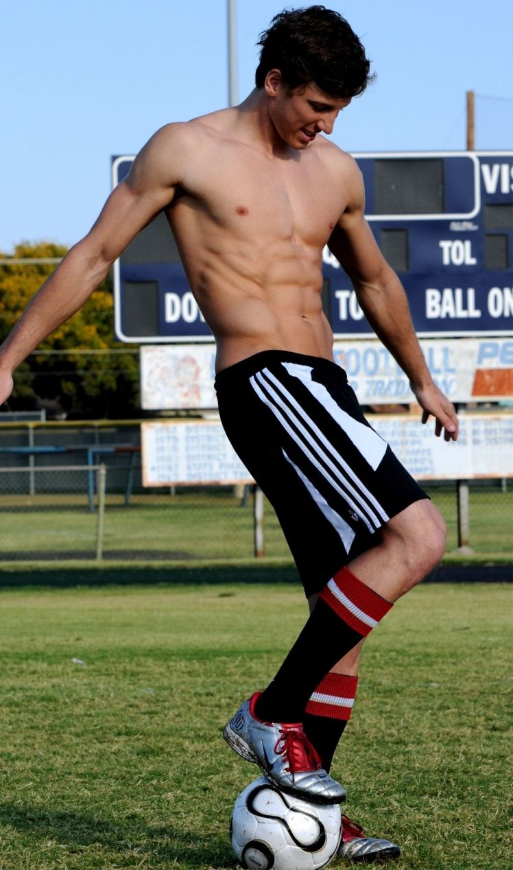 hot-soccer-guy-2016