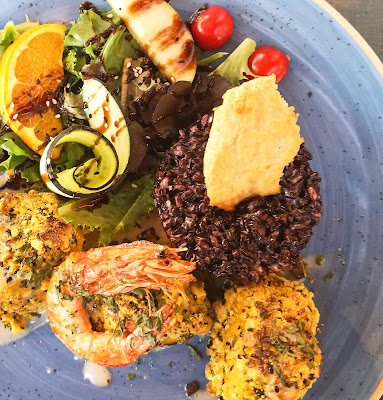 what claire did food and travel blogger seafood lunch algarve