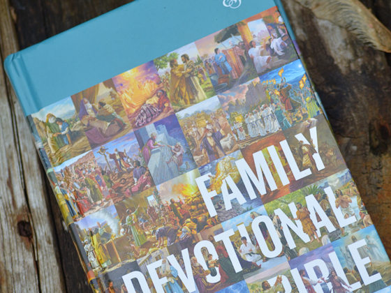 Read the Bible as a Family: An ESV Family Devotional Bible Review & Giveaway #ESVFamilyDevotionalBible #FlyBy
