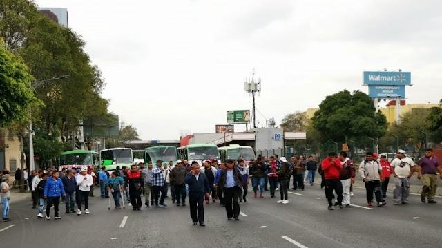 Cafres y transportistas colapsan Izazaga  ¡