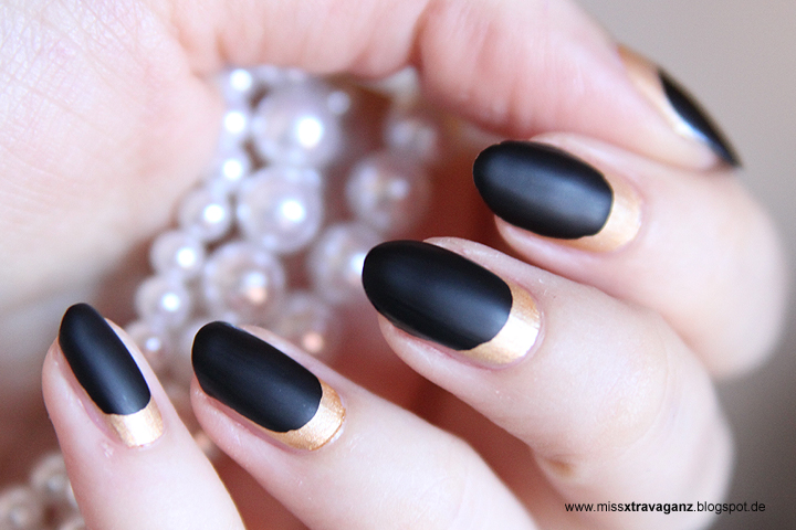 nagellack gold matt black nailart miss von xtravaganz beauty lifestyle travel blog. Black Bedroom Furniture Sets. Home Design Ideas