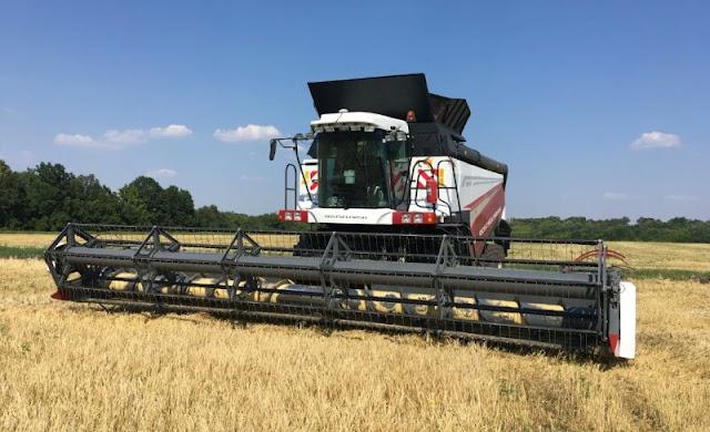 "alt = ""picture of combine harvester machine"""