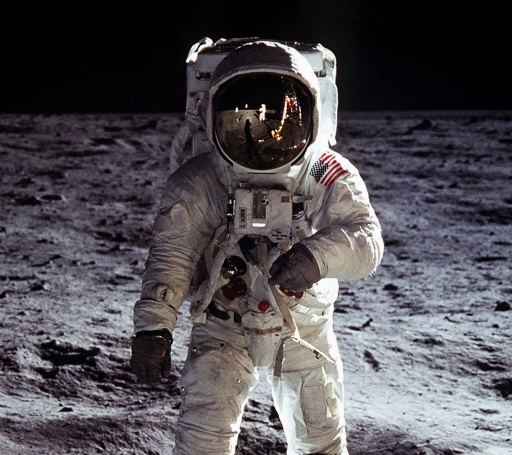 astronauts who walked on moon - photo #14