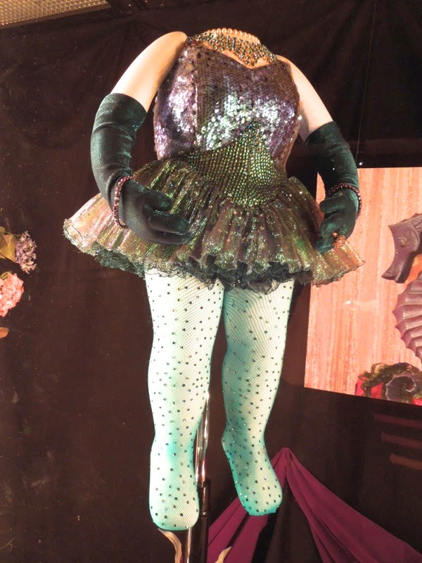 Muppets Most Wanted Miss Piggy opening number green sequin swimsuit