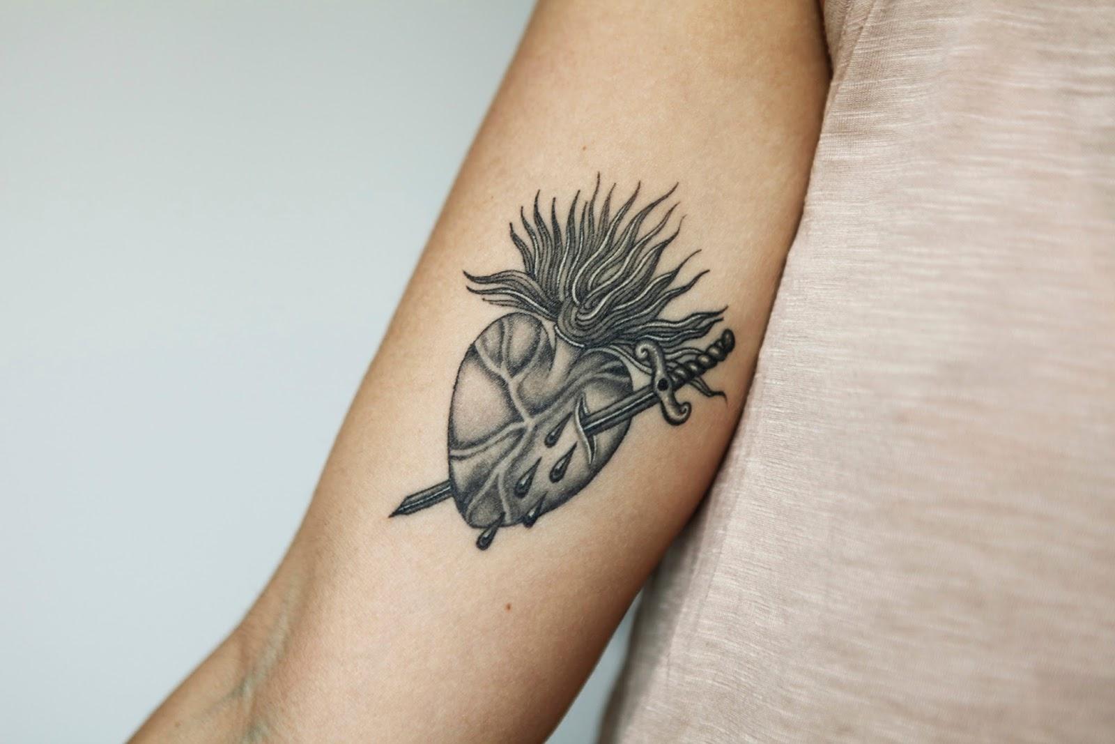 Tattoo sang bleu chavanitas for Sang bleu tattoo