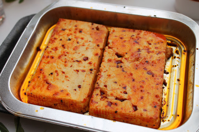 Rougette Marinierter Grillkäse in BBQ-Marinade fertig zubereitet