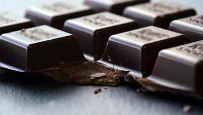 تناول الشوكولاتة الداكنة يومياً يحمي من مرض خطير