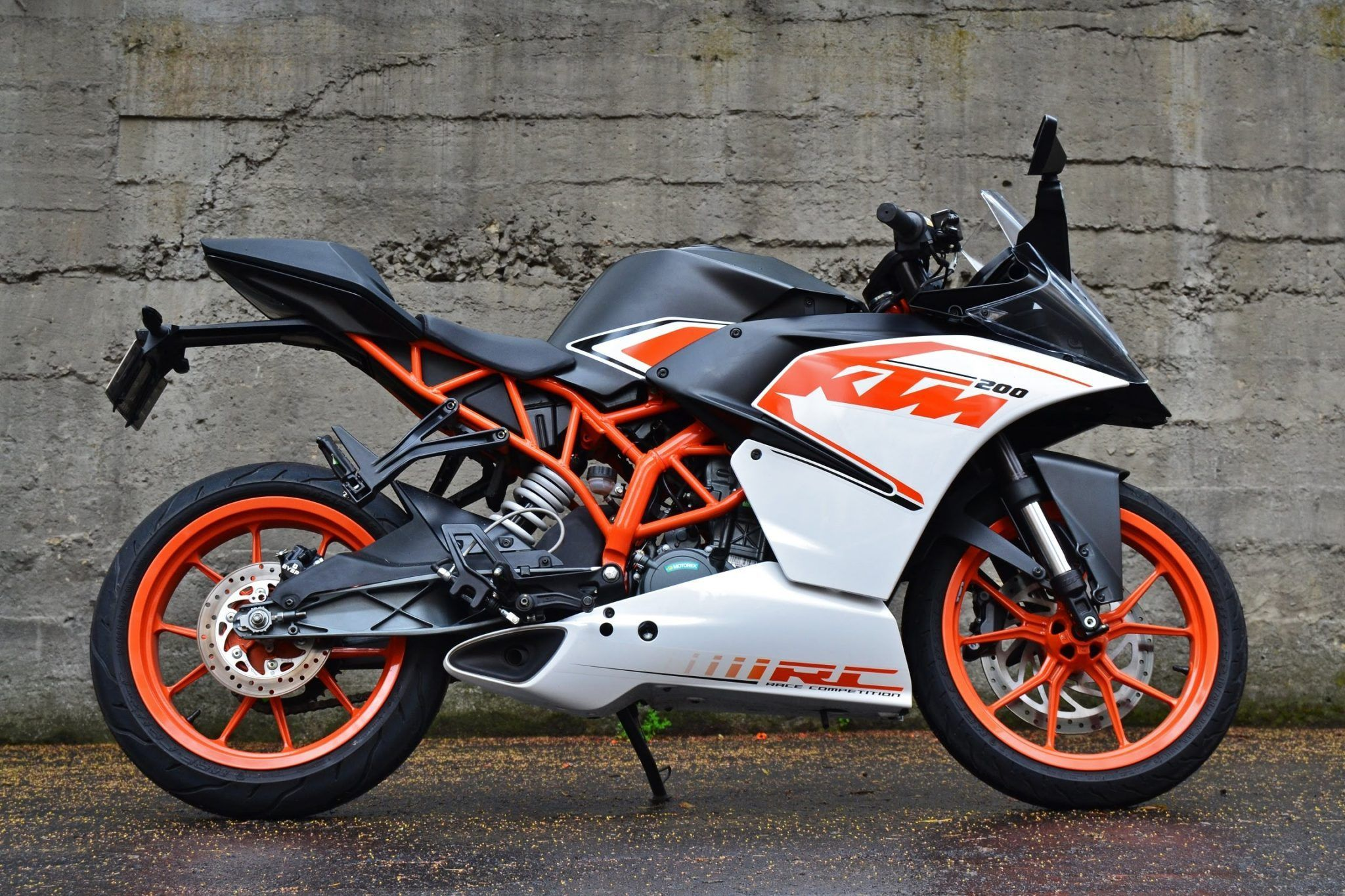 KTM RC 200 Price, Mileage, Specifications, Colors, Top Speed and Servicing Schedule