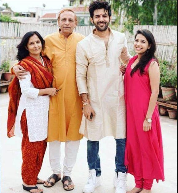 kartik aaryan rare family photo