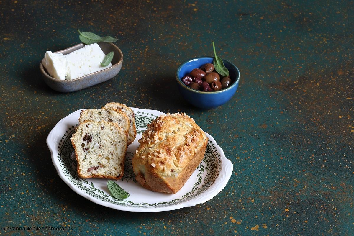Mini cake con feta, mandorle e salvia