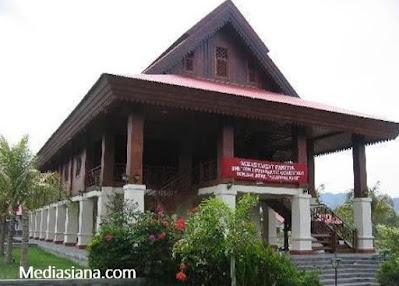 Rumah Adat Gorontalo : Keunikan Bangunan dan Filosofinya