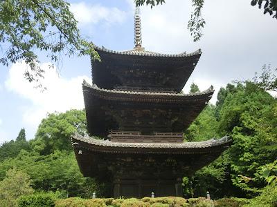 園城寺三重塔