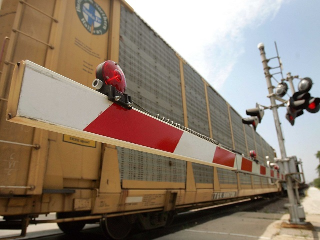 US Partnering with Google for Curbing Rail Crossing Accidents