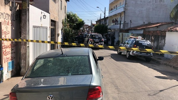 Trio assalta lotérica e troca tiros com a polícia durante perseguição; suspeito morre e outro é preso