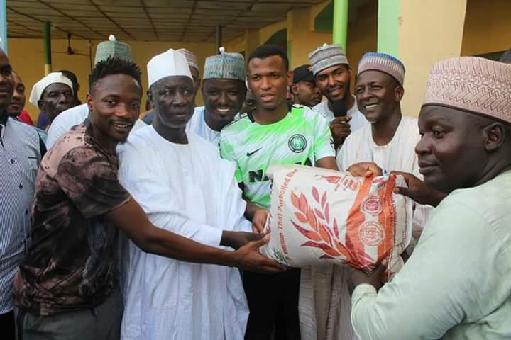 Ahmed Musa Da Abdullahi Shehu Sun Yi Wa Marayu Goma Ta Arziki A Sokoto  Kalli hotuna