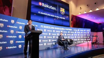 Đại diện tập đoàn Rakuten trong buổi lễ ký hợp đồng với Barcelona