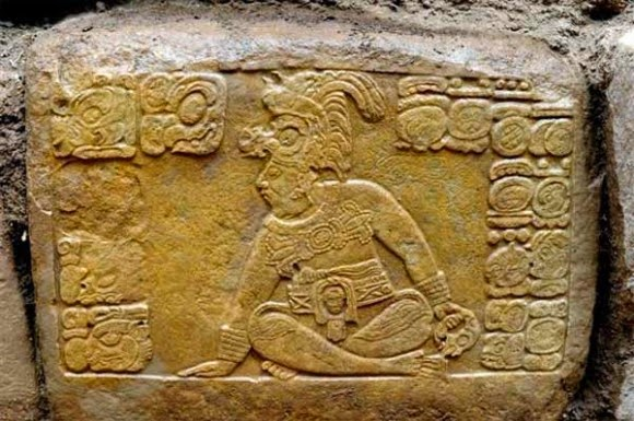 The Ancient Maya and virtual worlds: Different perspectives on material meanings
