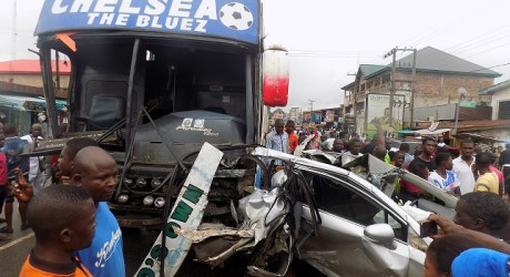 WHEN MIRACLE HAPPENS!!! SEE THE DEADLY ACCIDENT IN ANAMBRA STATE THAT DESTROYED BUILDING, 15 VEHICLES, INJURED 9 PERSON BUT TOOK NO LIFE (PHOTOS)