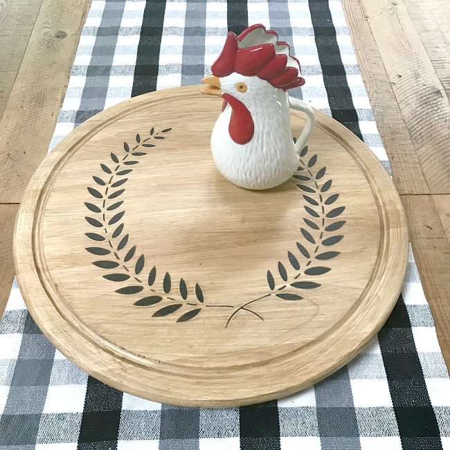 Lazy Susan with a wreath stencil