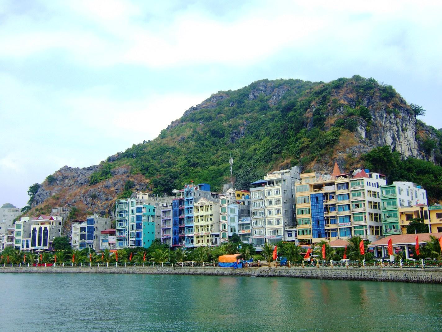 Остров Кат-ба в Бухте Халонг во Вьетнаме