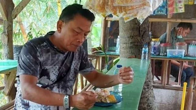 Teringat Masa Kecil, Moeldoko Pamer Makan di Warung Pinggir Jalan Jonggol
