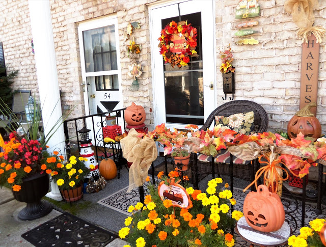 Early Fall/Halloween Front Porch, 2019