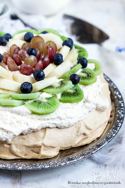 beza, pavlova, bez cukru, ksylitol, owoce, deser, ciasto, jajka, bernika, kulinarny pamietnik