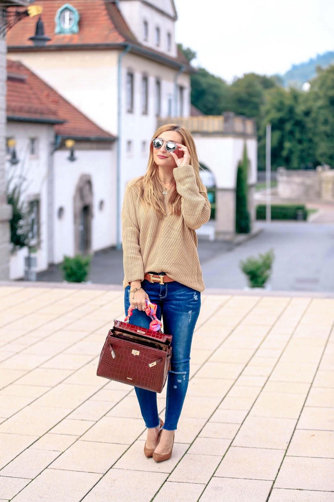 fall-fashion-2017-emily-gemma-cadet-cap-cropped-flared-frayed-denim-pochette-metis-bag-baby-boy-fashion-herbst