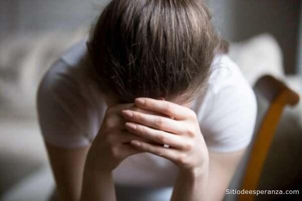Mujer pide ayuda ante el sufrimiento