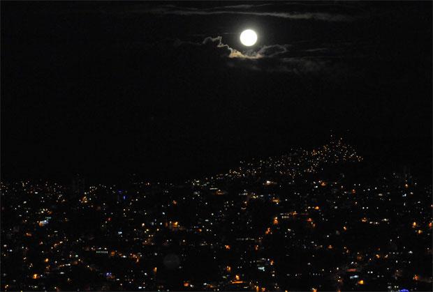 foto da Lua com câmera compacta