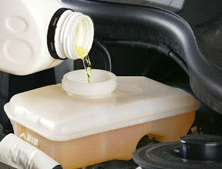brake fluid atau yang biasa disebut dengan minyak rem adalah salah satu jenis fluida yang Kapan Sebaiknya Minyak Rem Mobil Diganti ?