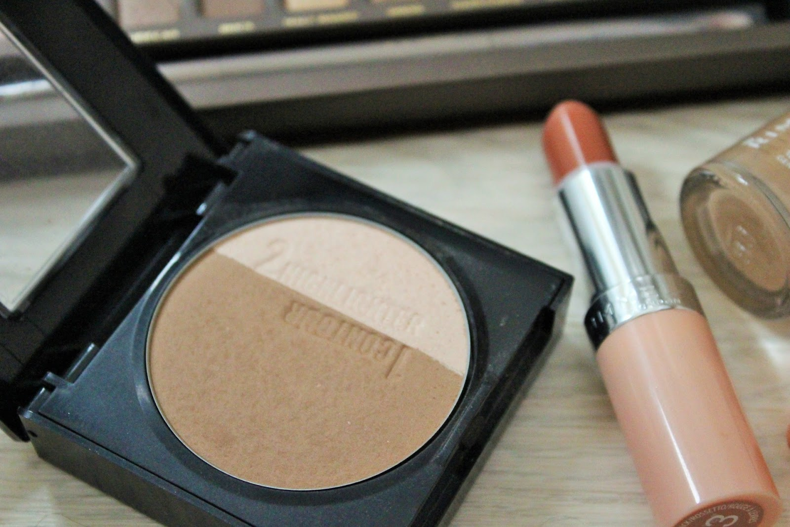 Nude makeup look featuring Maybelline Master Sculpt Contouring kit in light/medium